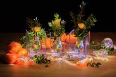 Aún vida hermosa de flores, de la fruta y de velas Foto de archivo libre de regalías