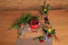Aún vida hermosa de la fruta, de las flores y de las velas Fotos de archivo libres de regalías