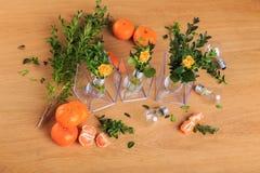 Aún vida hermosa de la fruta, de las flores y de las velas Imagen de archivo libre de regalías