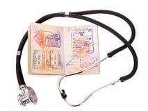Aún vida médica con el estetoscopio y el pasaporte. Fotos de archivo libres de regalías