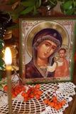 Aún vida ortodoxa religiosa con un icono de la madre Maria Fotos de archivo libres de regalías
