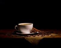Aún-vida oscura con café Foto de archivo