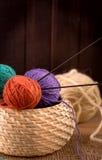 Aún-vida que hace punto de las lanas Fotografía de archivo