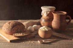 Aún vida rústica Desayuno de Ciuntry en la tabla de madera Fotografía de archivo