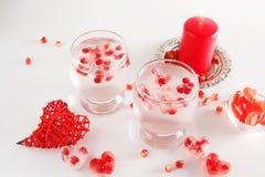 Aún vida romántica Celebración del día del ` s de la tarjeta del día de San Valentín del santo Primer Foto de archivo libre de regalías