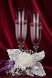 Aún vida romántica con champán, la flor y el anillo Imágenes de archivo libres de regalías