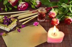 Aún vida romántica con la vela Fotografía de archivo
