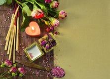 Aún vida romántica con las rosas Imagen de archivo libre de regalías