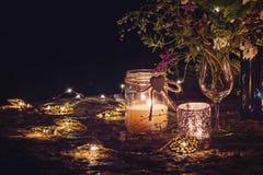 Aún vida romántica con luz de una vela Fotos de archivo libres de regalías