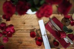 Aún vida romántica para el día de tarjetas del día de San Valentín Imágenes de archivo libres de regalías