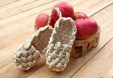 Aún vida rural con las sandalias hechas de corteza Imágenes de archivo libres de regalías
