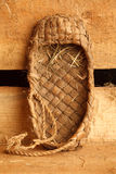 Aún vida rural. Zapatos tradicionales rusos de la estopa Imagen de archivo