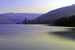 Aún y luz pacífica de la tarde reflejó en Tallybont Foto de archivo libre de regalías