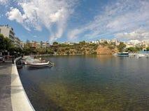 Ażio Nicolas w Grecja, na Crete wyspie Ładny miejsce odwiedzać na wakacjach letnich Zabawa w wieczór Fotografia Royalty Free