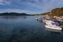 Ażio Sostis, Zakynthos wyspy, Grecja †'Wrzesień 24, 2017: Łodzie w Laganas ukrywają na lato chmurnym dniu Fotografia Royalty Free