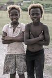 A部落村庄,南非的2个姐妹画象  库存图片