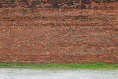 Free A Beautiful Old Faded Natural Red Brick Garden Wall Lined With Green Grass Stock Photo - 190972100