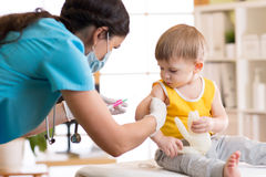 Free A Doctor Makes A Vaccination To A Child Royalty Free Stock Images - 88389159