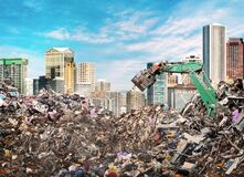 Free A Large Pile Of Garbage On The Background Of The City Royalty Free Stock Images - 189515199