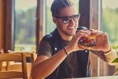 Free A Man Eating A Vegan Burger. Royalty Free Stock Image - 113961446