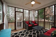 Free A Nicely Decorated Screened In Porch. Royalty Free Stock Images - 196911489
