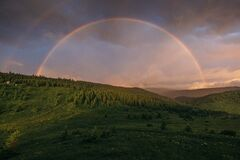 Free A Rainbow Over A Field Stock Photo - 215559300