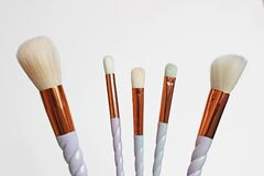 Free A Set Of 6 Make-up Brushes, Shot On White Background. 5 Of Them Are Grouped Together And Counterbalanced By A Larger Powder Brush Stock Photo - 172767350