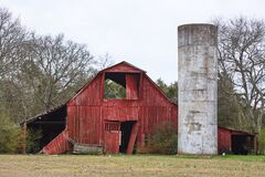 Free A Weathered Abandoned Red Barn And A Silo  Stock Photography - 174875432