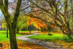 Free A Winding Path Through The Park. Royalty Free Stock Image - 133794286