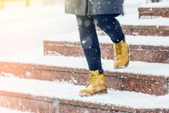Free A Woman In Yellow Shoes Goes Down The Stairs Stock Photo - 163218470