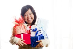 Free A Woman Who Rejoices With A Gift Full Of Arms Stock Photo - 165182940