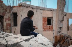 Free A Yemeni Child Sits In Front Of His Destroyed Home Stock Images - 190246764