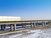 A1 av motorways överbryggar över en flodwisÅa Royaltyfri Fotografi