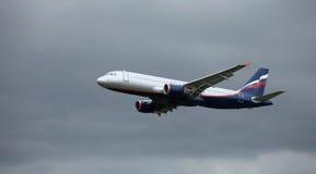 A320 en vuelo Imagenes de archivo