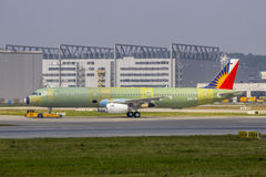 没有漆的菲航的第一空中客车A321 免版税图库摄影