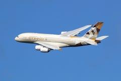 阿联酋联合航空空中客车A380飞机 免版税库存图片