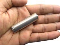 AA在的大小电池手掌 免版税库存图片