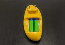 AA & AAA蓄电池充电器 免版税库存图片