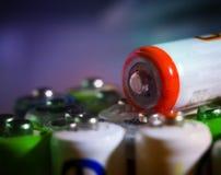 AA, aaa, 18650 Batterien Energie-Zusammenfassungshintergrund, Abschluss oben Stockfotografie