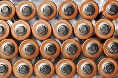 AA-Batterien gesehen von oben Stockbild