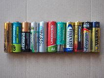 AA-Batterien vieler verschiedenen Marken Lizenzfreie Stockfotos