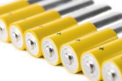 Aa-batterijen, op witte achtergrond worden geïsoleerd die Stock Foto