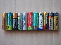 Aa-batterijen van vele verschillende merken Royalty-vrije Stock Foto's