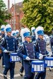 AABENRAA, DÄNEMARK - 6. JULI - 2014: Tambour-Korps an einer Parade an lizenzfreie stockfotos