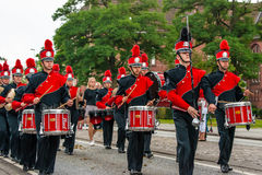 AABENRAA DANMARK - JULI 6 - 2014: Rysk tambourkår på PA Royaltyfria Bilder
