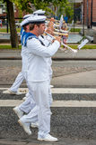 AABENRAA DANMARK - JULI 6 - 2014: Svensk tambourkår på PA Royaltyfri Foto