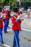 AABENRAA, DENEMARKEN - JULI 6 - 2014: Tambourkorpsen bij een parade bij royalty-vrije stock fotografie