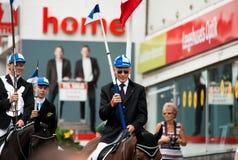 AABENRAA, DINAMARCA - 6 DE JULHO - 2014: Cavaleiros de participação em uma paridade Fotografia de Stock