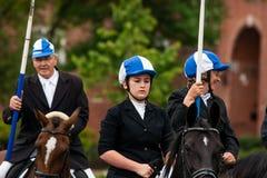 AABENRAA, DINAMARCA - 6 DE JULHO - 2014: Cavaleiros de participação em uma paridade Foto de Stock