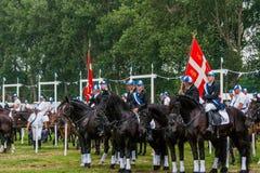 AABENRAA, DINAMARCA - 6 DE JULHO - 2014: Cavaleiros de participação em uma paridade Imagem de Stock